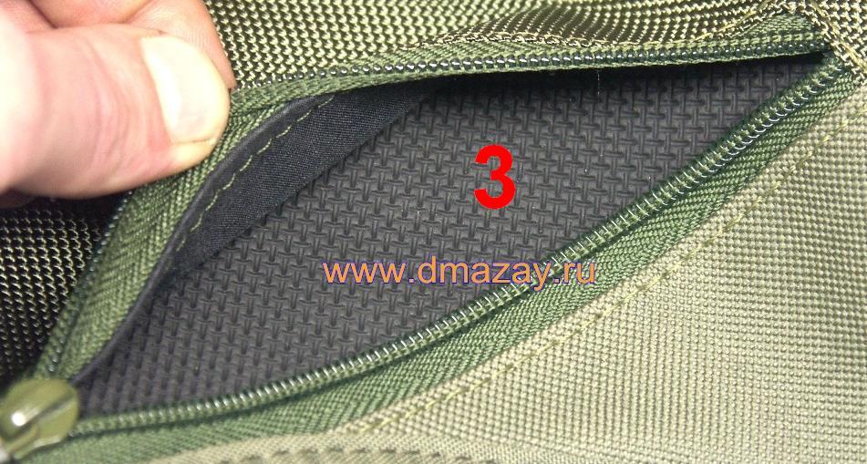 Плечевой ремень сумки регулируется по длине пластиковой пряжкой.